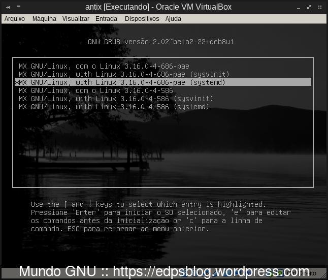"""Opções avançadas do Grub, onde você pode optar por iniciar tendo o Systemd como o """"init"""" padrão e ele já o é, ou o velho Sysvinit, SystemV para os íntimos."""